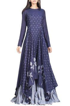 Shop Debashri Samanta - Indigo & light blue floral handwoven jamdani maxi dress Latest Collection Available at Aza Fashions Kurta Designs, Blouse Designs, Latest Kurti Designs, Indian Dresses, Indian Outfits, Hippy Chic, Mode Hijab, India Fashion, Mode Outfits