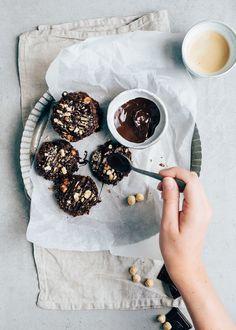 Yes deze chocolade havermoutkoekjes vallen onder de categorie gezonde treat. Zonder al te veel suiker, bloem en boter. Wil je het recept?