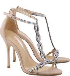 As divas do Red Carpet inspiraram uma moda sedutora e charmosa. Sandálias que desenham os pés e são marcantes ao visual ganham destaque e prometem ser um dos pontos fortes do seu look. Aposte nos bri