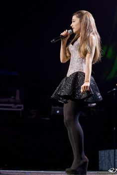 arianagrandetights: Ariana Grande - black tights and heels - Paulos Young Tights And Heels, Black Tights, Opaque Tights, Nude Tights, Wool Tights, Ariana Grande Tights, Ariana Grande Outfits, Indie Outfits, Grunge Outfits