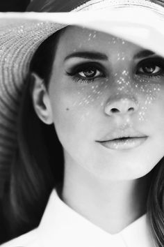 Love Lana Del Rey and this photograph of her is so beautiful.