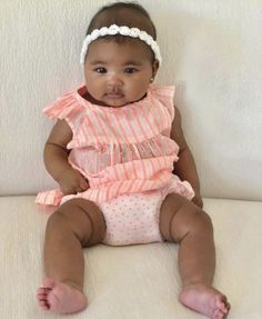 Khloe Kardashian's daughter True Thompson is all shades of cute in new photo Klohe Kardashian, Khloe Kardashian And Tristan, Kardashian Family, Cute Little Baby, Pretty Baby, Baby Love, Cute Kids, Cute Babies, Baby Kids