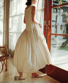 어바웃썸 Girl Fashion, Fashion Outfits, Womens Fashion, 90s Fashion, Fashion Trends, Blouse Dress, Dress Skirt, Pull Court, Cool Outfits