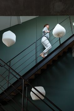Anne Hubert et Jeff, Louise 19 ans, Violette 7 ans - The Socialite Family - Caffè Vintage Lamps, Vintage Home Decor, Architecture Renovation, Loft Stairs, Classic Living Room, Painted Stairs, Lighting Solutions, Industrial Chic, Contemporary Decor