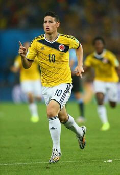 after scoring at World Cup Fifa Football, Best Football Players, Soccer Players, James Rodriquez, James Rodriguez Colombia, James 10, Sports Celebrities, Soccer Boys, Neymar Jr