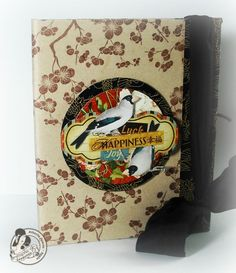 Make this beautiful Bird Song altered journal yourself! Del Campo Juarez Diaz provides this wonderful tutorial! Asian Cards, Mini Scrapbook Albums, Graphic 45, Masking Tape, Craft Tutorials, Beautiful Birds, Altered Art, Greeting Cards, Scrapbooking