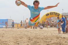 An english FlairBear diving .. during Super Beach5's Lignano 2012