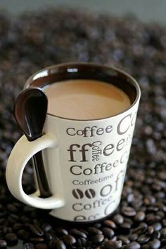 This just may be the perfect coffee mug! It's the right size, holds your spoon for you, and it cute to boot! #coffeecups #mugs #mrcoffee