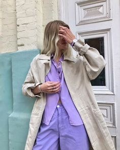 Chunky Jewelry, Match Me, Cool Street Fashion, Street Style Looks, Color Inspiration, Duster Coat, Raincoat, Blazer, Stylish