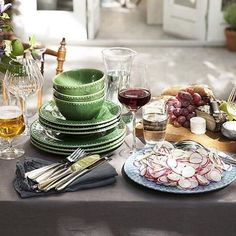 Spring is the time for many of our favourite festivities. At @cerverab you can find everything you need for that perfect springtime dinner party! #cervera #tabletopstories #anderspetter #trendgruppenpr