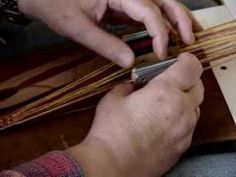 tablet weaving-Interesting video  http://mickytissages.wordpress.com/tutoriels/tutoriel-tissage-tablettes/