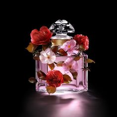 Perfume Scents, Fragrance Parfum, Perfume Bottles, Parfum Guerlain, Luxury Cosmetics, Perfume Making, Vash, Perfume Collection, Jewelry Branding