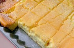 Zutaten: 500 g feine Quark 450 g Sauerrahm 100 g Butter (Raumtemperatur) 8 Eier 7 EL glattes Mehl 7 EL … Continued (Butter Brownies Cake) Sweet Recipes, Cake Recipes, Dessert Recipes, Cottage Cheese Desserts, Czech Recipes, Ethnic Recipes, Cheese Pies, Butter Cheese, Gateaux Cake