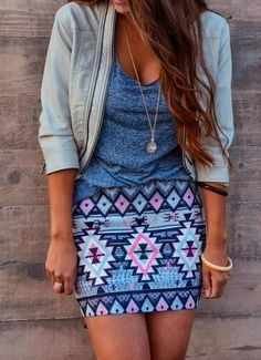 print skirt with lose t-shirt and jacket