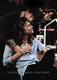 After being in the dark for so long, Louis Tomlinson and Harry Styles… # Fanfictie # amreading # books # wattpad Larry Stylinson, One Direction Pictures, One Direction Harry, Larry Shippers, Fake Photo, Louis And Harry, Harry Edward Styles, Harry Styles Dark, Best Couple
