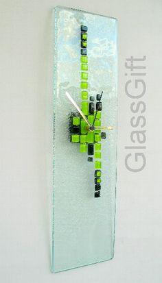 relógio p/ parede em vidro - Peça Exclusiva cor predominante: verde/preto/incolor  Peça Exclusiva R$79,00
