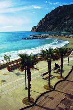 Monterroso al Mare, Cinque Terre, Italy de Places to See....