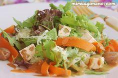 Ensalada de chucrut con salsa de frutos secos http://www.mireiagimeno.com/recetas/ensalada-de-chucrut-con-salsa-de-frutos-secos