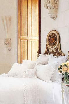 Gorgeous bed from Victoria Magazine.