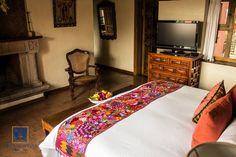 Conoce nuestra Máster Suite y enamórate del estilo colonial mexicano de Villa Montaña Hotel & Spa.  Reserva: (443) 3140018 / 3149696 o 01 800 963 3100  #HotelVillaMontaña