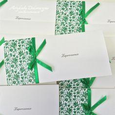 Realizacja zaproszeń w kolorze zielonym.