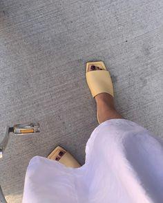 Paulien 🌙 (@paulienriemis) • Instagram-foto's en -video's Dark Nails, Puns, Sunny Days, Sunnies, Heeled Mules, Instagram Summer, Heels, Style, Fashion