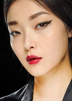 Runway Beauty: Cat Eyes and Crimson Lips at Dolce & Gabbana Fall 2013Makeup For Life – Beauty Blog, Makeup Tutorials, Reviews, Swatches