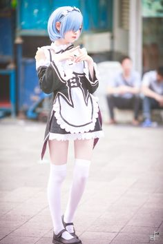 So, if you are going to a cosplay and it is your first time to attend one, how do you figure out what costume you are going to wear? First of all, you need to find out what kind of cosplay it is going to be. Is it going to be a purely anime or … Kawaii Cosplay, Cosplay Anime, Rem Cosplay, Cosplay Lindo, Maid Cosplay, Asian Cosplay, Cute Cosplay, Amazing Cosplay, Cosplay Outfits