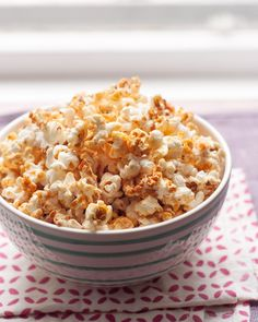 If your nose doesn't lead you straight to the kettle corn vendor at just about any state fair or festival this summer, then your ears surely will. The aroma of lightly caramelized popcorn combined with the merry sound of popping is all the encouragement I need to buy myself a big bag for snacking. Craving this sweet and crunchy treat without the road trip? Here's how you can make kettle corn at home.