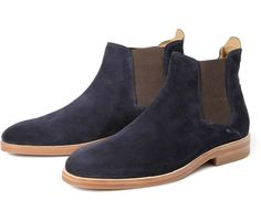 The Tonti boot by Hudson London is a classic Chelsea boot with a contrasting sole for a sleek finish. Designed in East London, they are crafted from smooth navy suede, complemented by contrasting leather detailing to the ankle. A rubberised sole makes for the finishing touch.