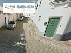 Casa / Moradia situada em Vidigueira, com localização privilegiada, composta de 3 quartos, 1 deles com WC privativo e dois deles com roupeiros embutidos, sala de refeições e sala de estar, c...