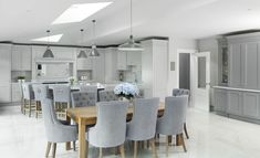 New Kitchen Table Oak Floors Dining Rooms 22 Ideas Grey Kitchen Diner, Kitchen Diner Extension, Open Plan Kitchen Diner, Open Plan Kitchen Living Room, Kitchen Dining Living, Kitchen Family Rooms, Oak Dining Table, Grey Kitchens, Home Decor Kitchen