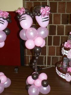 Baby booties made from balloons. Fantastic centerpiece for any baby shower!