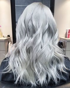 The results from my previous post, sorry to all those asking about the formula I was out and my phone died so I couldn't post this one! For those wondering i lifted her to pale yellow using @magiclightener and 40 volume with @f18hair and then that toner I mixed up was a mixture of @fanola_usa 11.2 with their silver toner, equal parts, with 20 volume, loving the tone it made!!