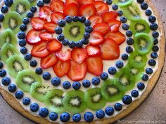 I really like the fruit decor of this pizza.