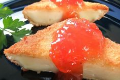 entrantes para la cena - queso camembert y mermelada de tomate My Favorite Food, Favorite Recipes, Queso Camembert, Mini Foods, Sin Gluten, Skewers, Holiday Recipes, Sushi, Buffet