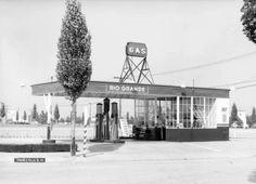 A Rio Grande filling station at Charleville & Santa Monica boulevards in Beverly Hills, 1935.