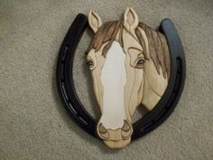 Horse head in Horseshoe intarsia