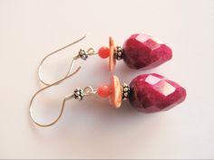 Oorbellen Larene jade pegel facet-parelmoer plakje roze en koraal roze kraaltje. geheel zilver Jade, Drop Earrings, Jewelry, Fashion, Armband, Jewlery, Moda, Jewels, La Mode
