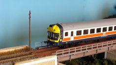 Automotor RENFE 597 Regional. Escala H0.