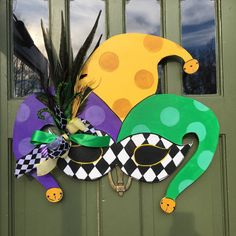 Items similar to Mardi Gras Harlequin Mask door hanger on Etsy Mardi Gras Harleq. Items similar to Mardi Gras Harlequin Mask door hanger on Etsy Mardi Gras Harlequin …, Items sim Mardi Gras Party, Mardi Gras Food, Mardi Gras Centerpieces, Mardi Gras Decorations, Harlequin Mask, Ostern Party, Halloween, Mardi Gras Costumes, Diy Mask