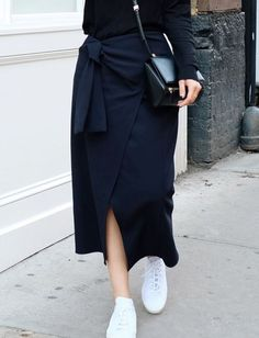 Skirt and white sneakers is always a good idea Mode Simple, Normcore, Neutral Outfit, Mode Hijab, Mode Inspiration, Modest Fashion, Minimalist Fashion, Minimalist Style, Passion For Fashion