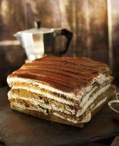 Ha egy egyszerű, de villantós sütire vágytok, aminek még a neve is jól hangzik, akkor mentsétek le ezt a receptet, mert ezzel bizony tarolni fogtok! Nagyon kávés, nagyon whiskey-s és brutálisan krémes, szóval csak szeretni lehet! Hungarian Recipes, Le Chef, Sweet Cakes, Cakes And More, Cake Cookies, Sweet Recipes, Food Photography, Food Porn, Cooking Recipes
