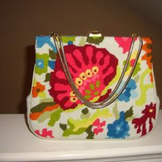 .@VickiBatman - : #handbag Monday : With just a little tweaking, a n...
