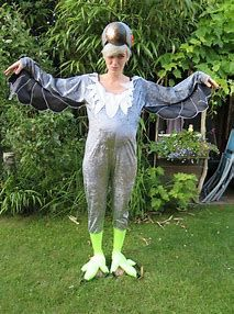 It's not everyday you get to make a Dodo costume! This one is performing Dido at Beathurder! Alice Costume, Bird Costume, Halloween Makeup, Halloween Costumes, Dinner Themes, Dinner Parties, Alice In Wonderland Costume, Ali Baba, Sporty
