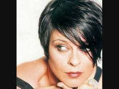 Lisa Stansfield~I love her music, but here, I'm loving her hair! Divas, Lisa Stansfield, R&b Soul, Women In Music, Idole, Rhythm And Blues, Thats The Way, Soul Music, Trends