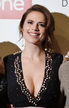 Hayley Atwell Photos Photos: 'Howards End' Photocall Hayley Atwell Photos - Hayley Atwell attends the 'Howards End' photocall at BFI Southbank on November 2017 in London, England. - 'Howards End' Photocall Beautiful Celebrities, Beautiful Actresses, Gorgeous Women, Hayley Elizabeth Atwell, Hayley Atwell Peggy Carter, Actress Hayley Atwell, Hayley Attwell, Jolie Photo, Hailey Baldwin