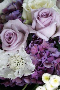 Bouquet in purple.