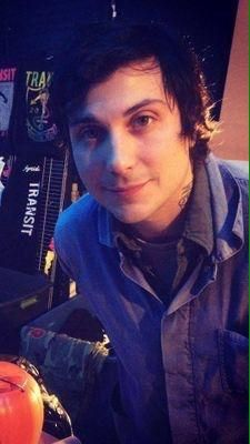 quitting the mcr fandom because frank is too gorgeous