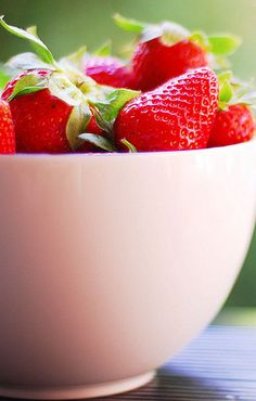 -BLEN: Strawberry Jelly-  strawberries Strawberry Garden, Strawberry Jelly, Strawberry Patch, Strawberry Shortcake, Strawberry Fields Forever, Fruits Photos, Red Cottage, Delicious Fruit, Simple Pleasures